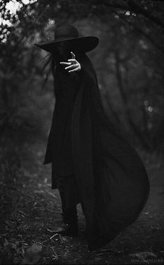 """""""Okkultismus"""" - No Light - halloween photography dark Photographie D' Halloween, Halloween Fotografie, Gothic Aesthetic, Witch Aesthetic, Aesthetic Black, Dark Fantasy Art, Foto Cowgirl, Wow Photo, Male Witch"""