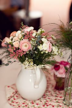 pink-white-flowers-in-white-pitcher-wedding-centerpiece-ideas