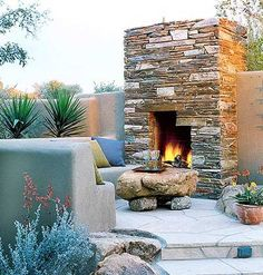 ♥ great outdoor fire place ♥ love the stone table too