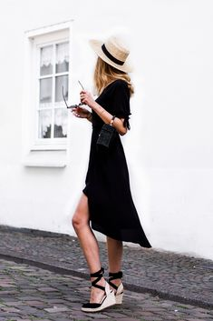 Wrap Dress Outfit, Black Dress Outfits, Outfits With Hats, Casual Summer Outfits, Mode Outfits, Spring Outfits, Fashion Outfits, Black Wedges Outfit, Wrap Dresses