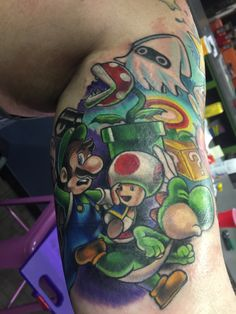 Mario Sleeve by Heather Maranda from the show Epic Ink. Badass Tattoos, Star Tattoos, Sleeve Tattoos, Cool Tattoos, Awesome Tattoos, Nintendo Tattoo, Gaming Tattoo, Area 51 Tattoo, Super Mario Tattoo