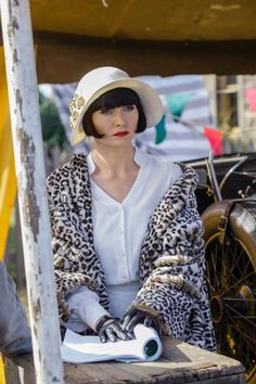 "I have been watching ""Miss Fisher's Murder Mysteries"", an Australian program, for the past week, and love does not even begin to describe how I feel about this show. 20s Fashion, Art Deco Fashion, Vintage Fashion, Fashion Styles, Womens Fashion, Belle Epoque, Miss Fisher, Vintage Outfits, Flapper Style"
