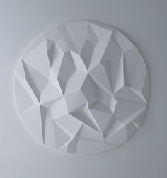 Cubist Ceiling Rose Wall Cladding by Solomon and Wu: Interpreting the format of traditional ceiling roses with a light hanging directly from the centre by using an asymmetric faceted surface to introduce contemporary design. Plaster Sculpture, Wall Sculptures, Modern Ceiling Medallions, Ampoule Design, Origami Shapes, Plafond Design, Architrave, Coving, Colored Ceiling