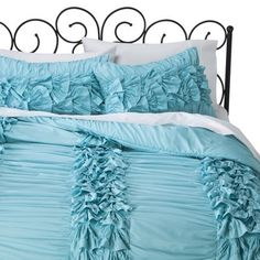 Ruffle comforter for a Frozen inspired room