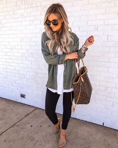 Preppy Spring Outfits You Will Love - Hair Style Women Fashion Mode, Look Fashion, Autumn Fashion, Womens Fashion, Review Fashion, Feminine Fashion, Fashion 2017, Fashion Online, Fashion Beauty