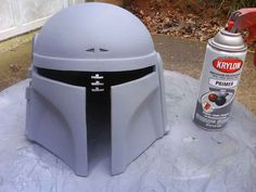 Helmet painting/weathering/carbon dusting tutorial. Boba Fett Cosplay, Boba Fett Costume, Jedi Cosplay, Mandalorian Cosplay, Cosplay Diy, Cosplay Ideas, Costume Ideas, Star Wars Room, Star Wars Art