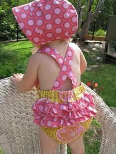 Baby Romper Pattern FREE This post may contain affiliate links. This adorable baby romper pattern is for a romper with crossed straps on the back and with ruffles on the bottom (similar to a baby bloomer). It is a great piece to have in … Read Sewing Patterns Free, Baby Patterns, Free Sewing, Sewing Tutorials, Sewing Crafts, Sewing Projects, Sewing Diy, Sewing For Kids, Baby Sewing