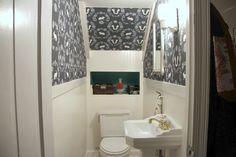 Берём на заметку: как обустроить самый маленький туалет под лестницей!  #ИдеиДляВдохновения #МаленькийТуалет #МаленькаяВанная