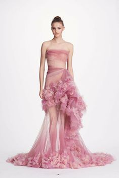 MARCHESA on Sale: Marchesa Couture Light Pink Silk Organza Gown Buy from Best selection of authentic designer dresses online. Haute Couture Dresses, Couture Fashion, Marchesa Gowns, Marchesa Fashion, Georgina Chapman, Gala Dresses, Dressy Dresses, Festa Party, Beautiful Gowns