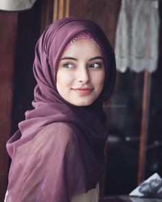 What is the difference between Hijab and Satr? Hijab Niqab, Muslim Hijab, Beautiful Muslim Women, Beautiful Hijab, Hijabi Girl, Girl Hijab, Abaya Fashion, Muslim Fashion, Moslem