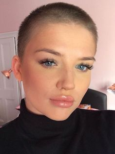 There is Somthing special about women with Short hair styles. I'm a big fan of Pixie cuts and buzzed. Buzzed Hair Women, Shaved Hair Women, Short Hair Images, Short Hair Styles, Short Hair Cuts Girls, Buzz Cut Hairstyles, Medium Hairstyles, Wedding Hairstyles, Buzz Cut Women