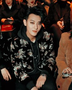 Z.TAO looking gorgeous at Yves Saint Laurent's fashion show for Paris Fashion Week Sehun, Tao Exo, Cute Funny Pics, Huang Zi Tao, Kim Minseok, Exo Members, Bright Stars, Korean Celebrities, Looking Gorgeous