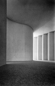 House in Kamiwada - Toyo Ito 1976 Conceptual Architecture, Space Architecture, Classical Architecture, Architecture Details, Foster Architecture, Concrete Architecture, Sustainable Architecture, Toyo Ito, Arch Interior