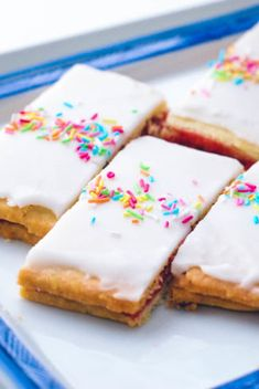 dk //// Raspberry blondies with frosting and sprinkles Danish Bakery, Danish Food, Danish Dessert, Baker Cake, Occasion Cakes, Food Cakes, Cake Recipes, Raspberry, Sweet Tooth