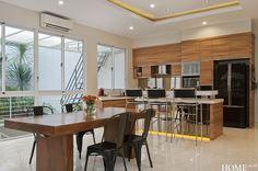 Home.co.id   Tips: Menyatukan Dua Fungsi Ruang Dining Room, Tips, Table, Furniture, Home Decor, Interior Design, Dining Room Sets, Home Interior Design, Dining Rooms