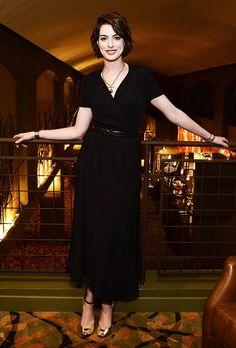 Para quem gosta de looks simples, mas não menos charmosos, a atriz de Hollywood Anne Hataway é uma ótima referência! Com um Estilo Casual no seu dia a dia e Elegante/ Minimalista em eventos, ela mostra ser uma pessoa mais discreta e reservada! O GUARDA-ROUPA Mulheres que gostam de praticidade e conforto costumam ter estilo …