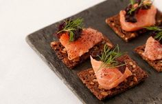 Salmon Gravlax with Horseradish. Salmon gravlax with horseradish is perfect for parties and easy to put together. Trout Recipes, Seafood Recipes, Burns Night Supper Menu, New Year's Food, Good Food, Gravlax Recipe, Salmon Canapes, Great British Chefs, Scandinavian Food