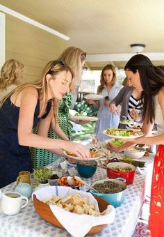 4 Tips for Setting Up a Salad Bar Buffet for a Party