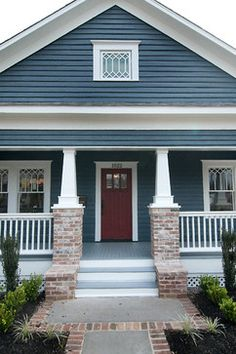 42 Traditional Cape Cod House Exterior Ideas 2019 Traditional Cape Cod House Exterior Ideas 38 The post 42 Traditional Cape Cod House Exterior Ideas 2019 appeared first on House ideas. Craftsman Bungalow Exterior, Outside House Paint Colors, House Entrance, Cape Cod House Exterior, Rustic Exterior, Craftsman House, Outside House Paint, Paint Colors For Home, House Exterior Blue