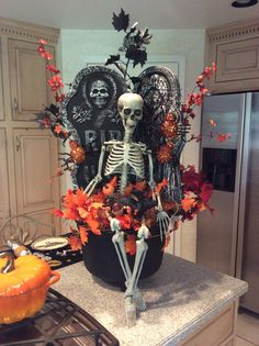 New caldron faux Halloween planter with skeleton, tombstones and rat in his lap - before I put it on my covered porch halloween caldron Table Halloween, Halloween Yard Art, Halloween Items, Halloween Skeletons, Halloween Projects, Halloween Party Decor, Holidays Halloween, Halloween Fireplace, Halloween Chandelier