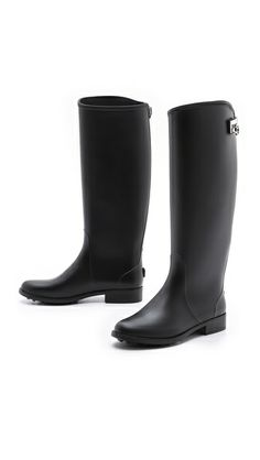 Mine are very plain and black like this. But I can rock them no prob! ~P Found them today too. Love it.