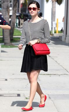 Love these red accessories on Emmy Rossum!