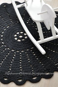 crochet rugs... love love love