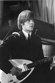 Black and White Photography at Brian Jones Rolling Stones, Mick Jagger Rolling Stones, Los Rolling Stones, Black And White Portraits, Black And White Photography, Richie Havens, Rollin Stones, London Symphony Orchestra, Skinny Guys