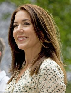 Crown Princess Mary wore a cream knee length dress as she greeted the crowd outsideGråsten Palace