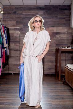 ЛЛ136. Блуза из шелка с запАхом, цвет топленого молока, размер 52/54. Юбка из льна/жатка с карманами, рамер 52/54, цвет песок.