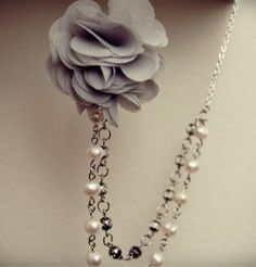 Pretty and easy to make: Beaded Fabric flower necklace. Tutorial also includes pretty matching ear-rings.