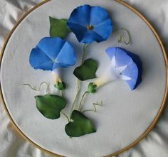 Making fabric flowers140