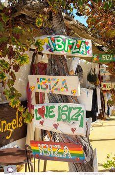 Ibiza mit Kindern - Reisebericht mit Tipps für die Region Santa Eularia: Santa Gertrudis de Fruitera Menorca, Ibiza Formentera, Flower Power Party, Ibiza Island, Ibiza Travel, Ibiza Party, Ibiza Fashion, Balearic Islands, Vacation Pictures