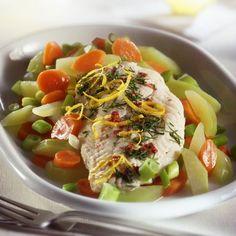 Íme a legegészségesebb fogyókúra: mediterrán diéta - 9 isteni receptötlettel! | Mindmegette.hu Cobb Salad, Ramen, Ethnic Recipes, Food, Bulgur, Essen, Meals, Yemek, Eten