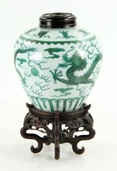 Qianlong famille verte porcelain jar, Chinese Qing Dynasty, decorated with green flying dragon and Buddhist Eight Treasure symbols on shoulder, plantain leaf pattern around bottom rim, Qing Qianlong mark on base