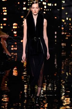 See the complete Donna Karan Fall 2015 Ready-to-Wear collection.