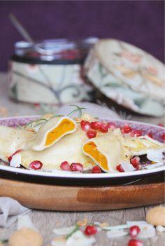 Von allen Kürbisravioli, die ich jemals gegessen habe, sind die hier mit Abstand die besten. Und das, obwohl die Füllung aus nur drei Zutaten besteht: Kürbis, Parmesan und Amarettini. Ihr werdet eu...