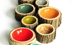 Log Bowls  handmade using locally reclaimed trees of all varieties,acrylic Painted and refined by hand with a water-based, furniture grade gloss finish. Size from 5 to 27 cm varie altezze