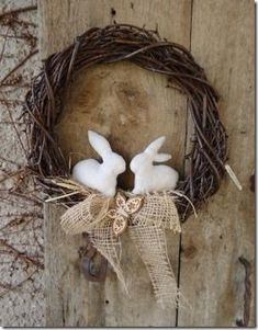 Over 27 DIY Easter and Spring Wreath & Door Decorations - Think Spring! Bunnies, Butterflies, Flowers - Ideas to brighten for your front door - Easy to make & Hoppy Easter, Easter Bunny, Easter Eggs, Easter Projects, Easter Crafts, Diy Wreath, Grapevine Wreath, Wreath Ideas, Diy Ostern