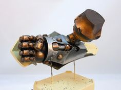 Pretty brilliant way of painting metals on miniatures. Also, a Judicator from Warmachine makes an apperance.