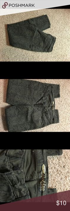 Old Navy Rockstar printer pants Old Navy Rockstar printer pants (olive). Size 10 skinny. Pants Skinny
