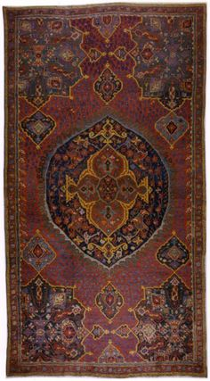 Large UŞAK 'medallion' carpet, early 18th century.  Wool on wool, 701 x 383.5cm.