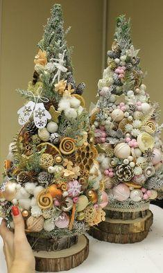 Driftwood Christmas Tree, Mini Christmas Tree, Handmade Christmas, Christmas Holidays, Homemade Christmas Decorations, Christmas Tree Decorations, Christmas Wreaths, Christmas Ornaments, Flower Room Decor
