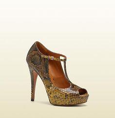Gucci - betty t-strap open-toe high heel platform pump 269713C20001000
