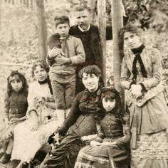 """""""La canción que oyó en sueños el viejo"""", de la española Rosalía de Castro (1837-1885), es el poema clásico que he escogido para ti esta semana. http://ciudadseva.com/textos/poesia/esp/castro/la_cancion_que_oyo_en_suenos_el_viejo.htm"""