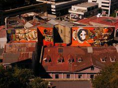 Mural XL de Inti, desde el Paseo Atkinson de Valparaíso.