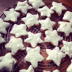 Étoiles à la cannelle ou Zimtstern - Cinnamon stars or Zimtstern #cuisine #faitmaison #food #étoile #canelle #Zimtstern #bredele #alsace #alsacien #étoileàlacanelle