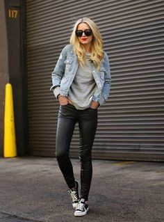 Looks casuales que toda mujer puede usar todos los días. Shoes With Jeans, Jeans Pants, Distressed Jean Jacket, Best Running Shoes, Grey Tee, Jean Outfits, Leather Pants, Bomber Jacket, Top Running Shoes