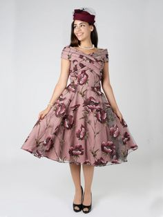 Discover Our Collection of Dresses at Collectif For Exclusive, Vintage Dresses Inspired by Retro Fashion. Dress P, Swing Dress, Outfits With Hats, Cool Outfits, 1940s Fashion, Vintage Fashion, Vintage Style, Vintage Dresses, Vintage Outfits