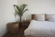 One of our favorite routines is to turn on our aroma diffuser before going to bed. Muji has some great tips for getting a good night's sleep at http://www.muji.com/us/feature/sleep2016aw/
